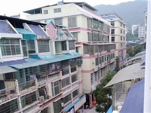 老步行街住房4楼、3室二厅二卫