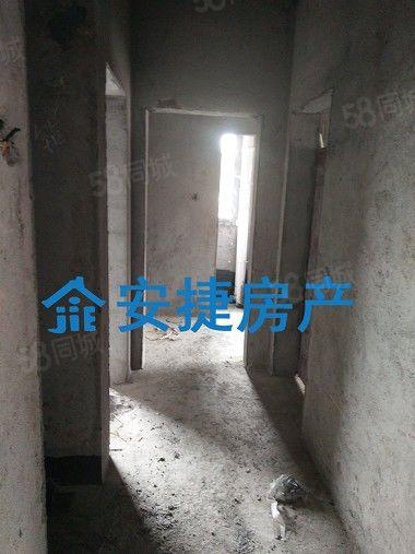 安捷房产008新修单位电梯房出售
