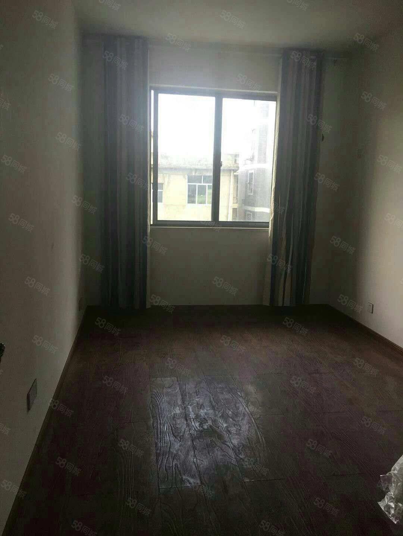 铅山万盛花园3室2厅2卫简装楼梯