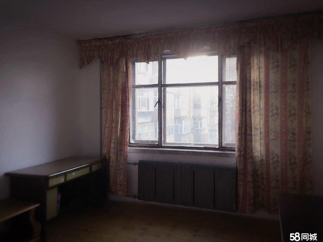 安智小區正七樓不頂3室1廳1衛市區中心位置