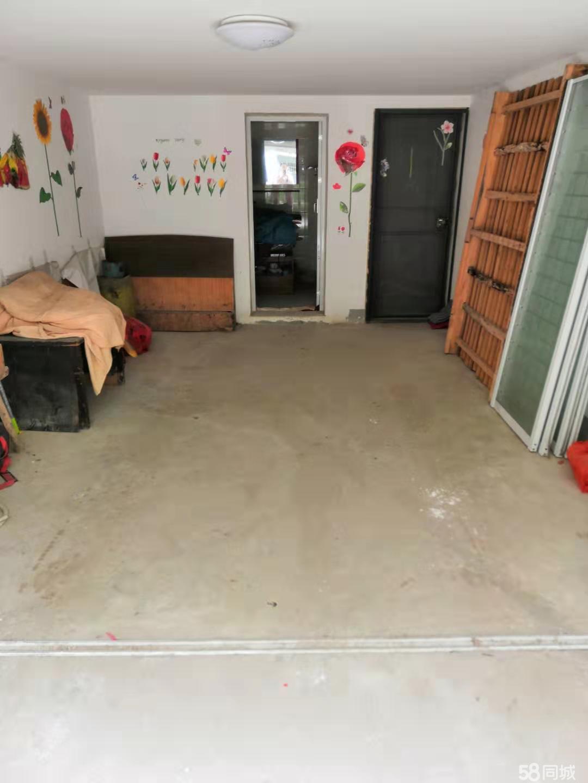 车库?储藏室,可住人及当车库使用