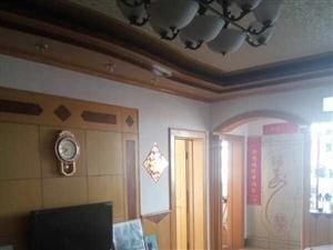 斗龙渔业街中心三楼3室2厅,精装修含家具家电,1楼有车库