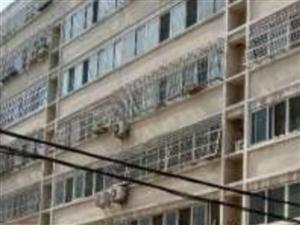 古月新苑B区三楼三零二带二十七平车库2室1厅1卫
