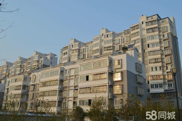 明珠广场小区3楼3室1厅1卫108�O送20平方露天阳台