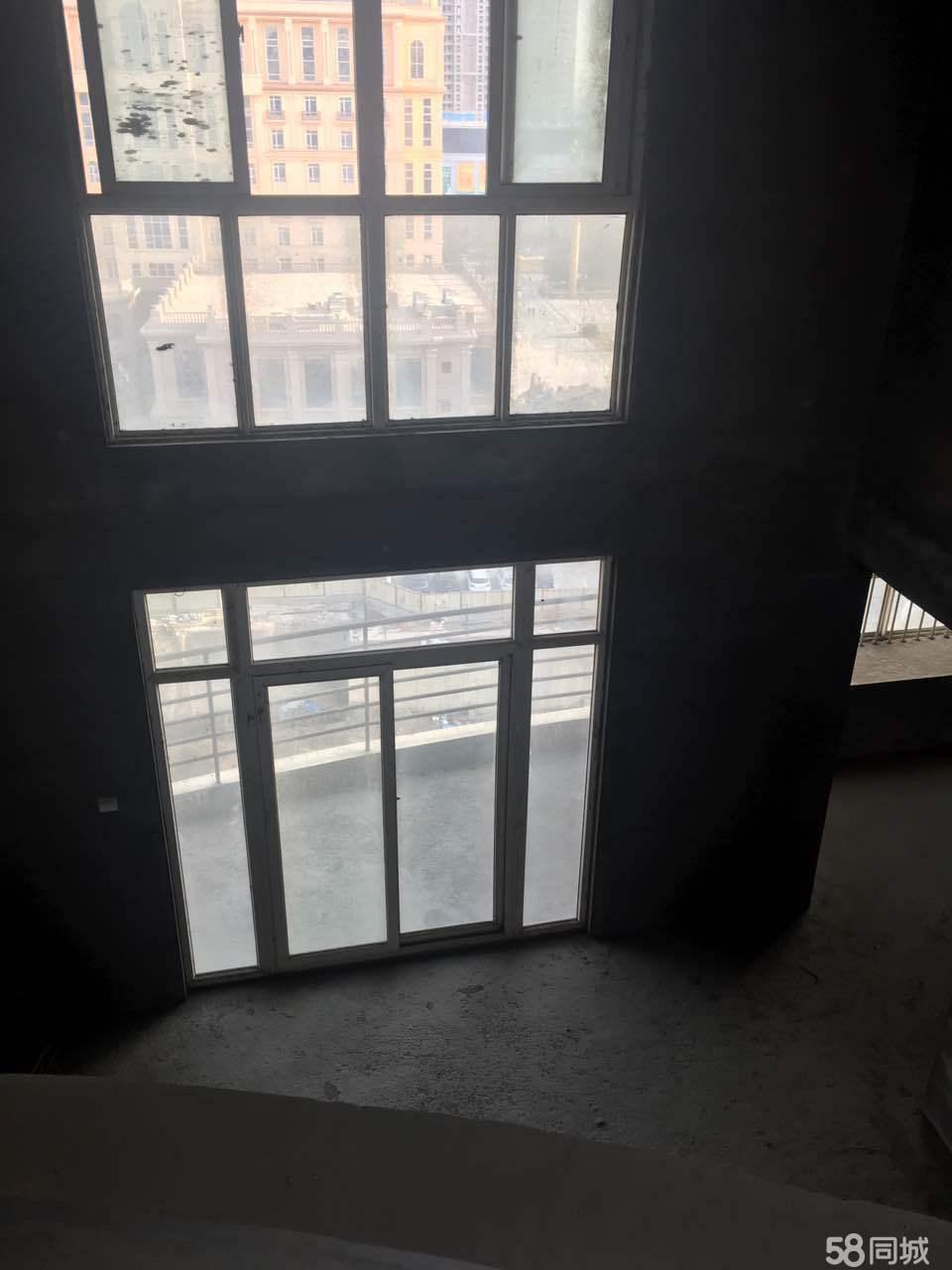 世纪大道启迪中学附近大复试客厅6米挑高临近咸阳湖稀有户型出售