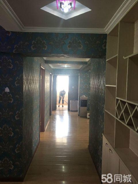 新沂市区瀚景园4室2厅2卫150�O