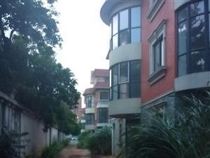 万花坊独栋别墅、花园占地一亩抛售、两证齐全、价格商议