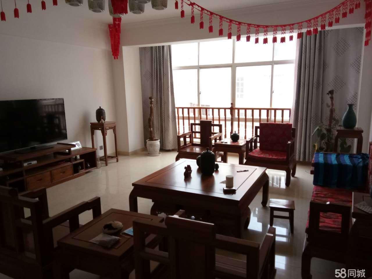 红兴小区精装3室2厅2卫156平米