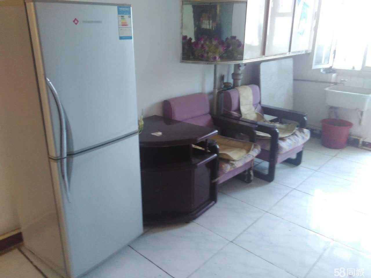 三角公园中医院五层1室1厅40平地砖双人床电视衣柜冰箱
