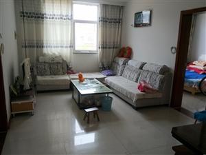 出售学区房,稷山熙华苑3室1厅,稷王幼儿园对面,家具电器齐全,拎包入住。