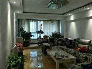 西水湾,三室两厅一卫,精装带家具,拎包入住。