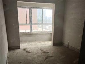 凤城华都电梯2楼,毛坯136平米,三室两厅两卫,户型南北通透