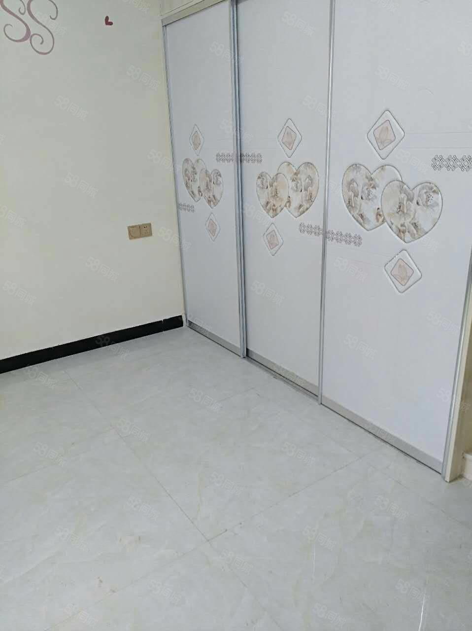 盛世宏城对面永馨家园131平方三室两厅二卫10楼豪装45.8