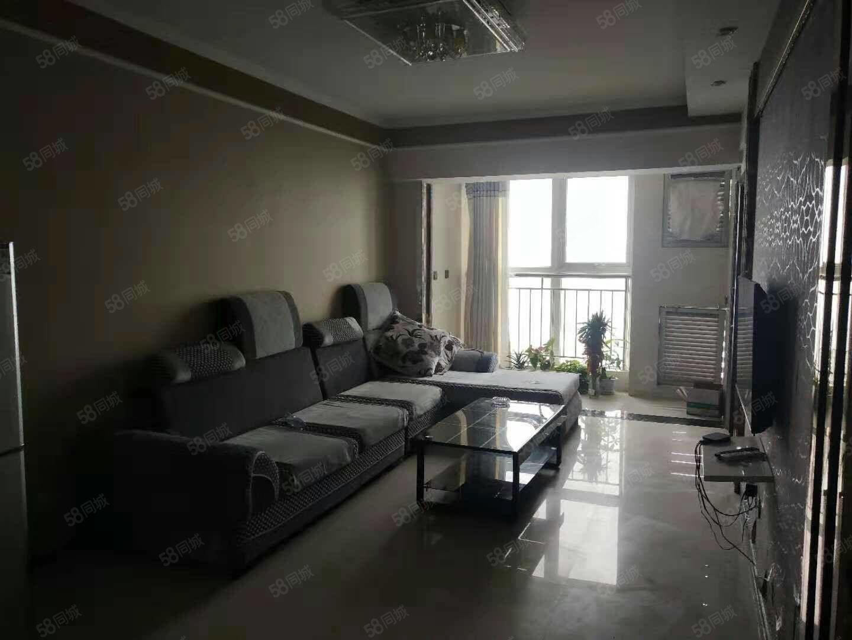 金博大西塔两室一厅,精装修,家电家具齐全,拎包入住