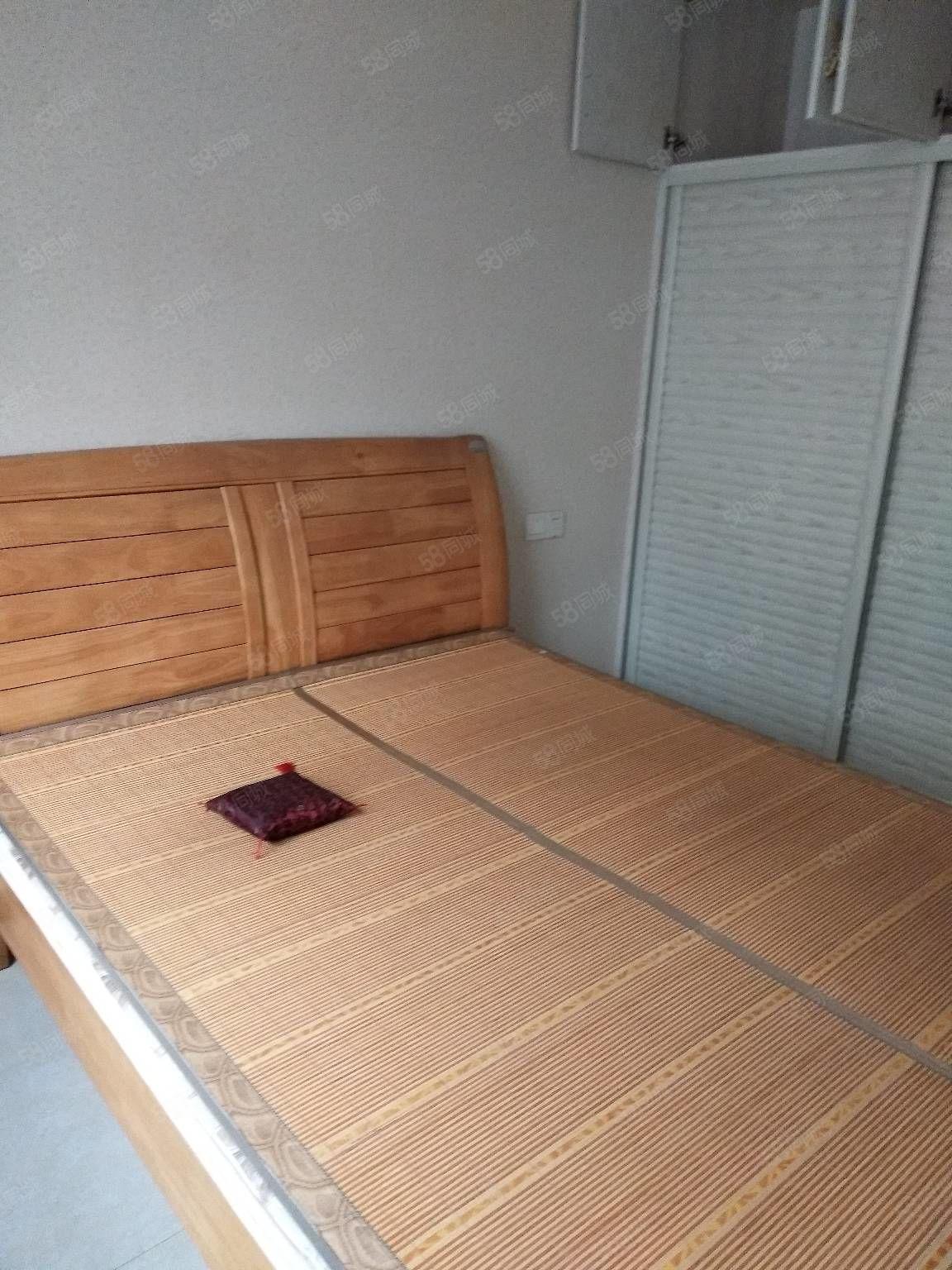教育二区6楼有床,沙发,空调,热水器,暖气