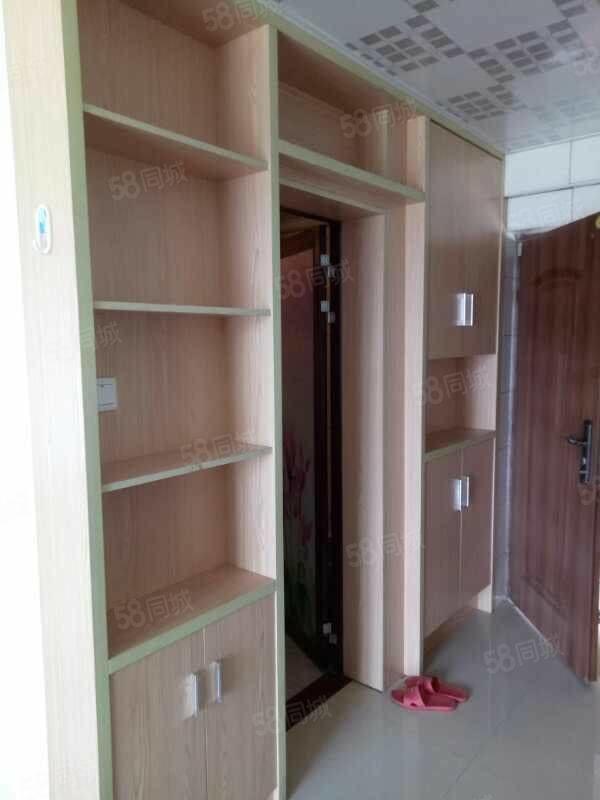 万达华城25楼,单身公寓,错开的通透户型,设备齐全