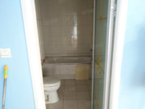 CBD精装公寓急租60平米拎包入住看房随时丹尼斯六天地旁