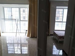 龙凤小区二室中等装修有钥匙随时看房子