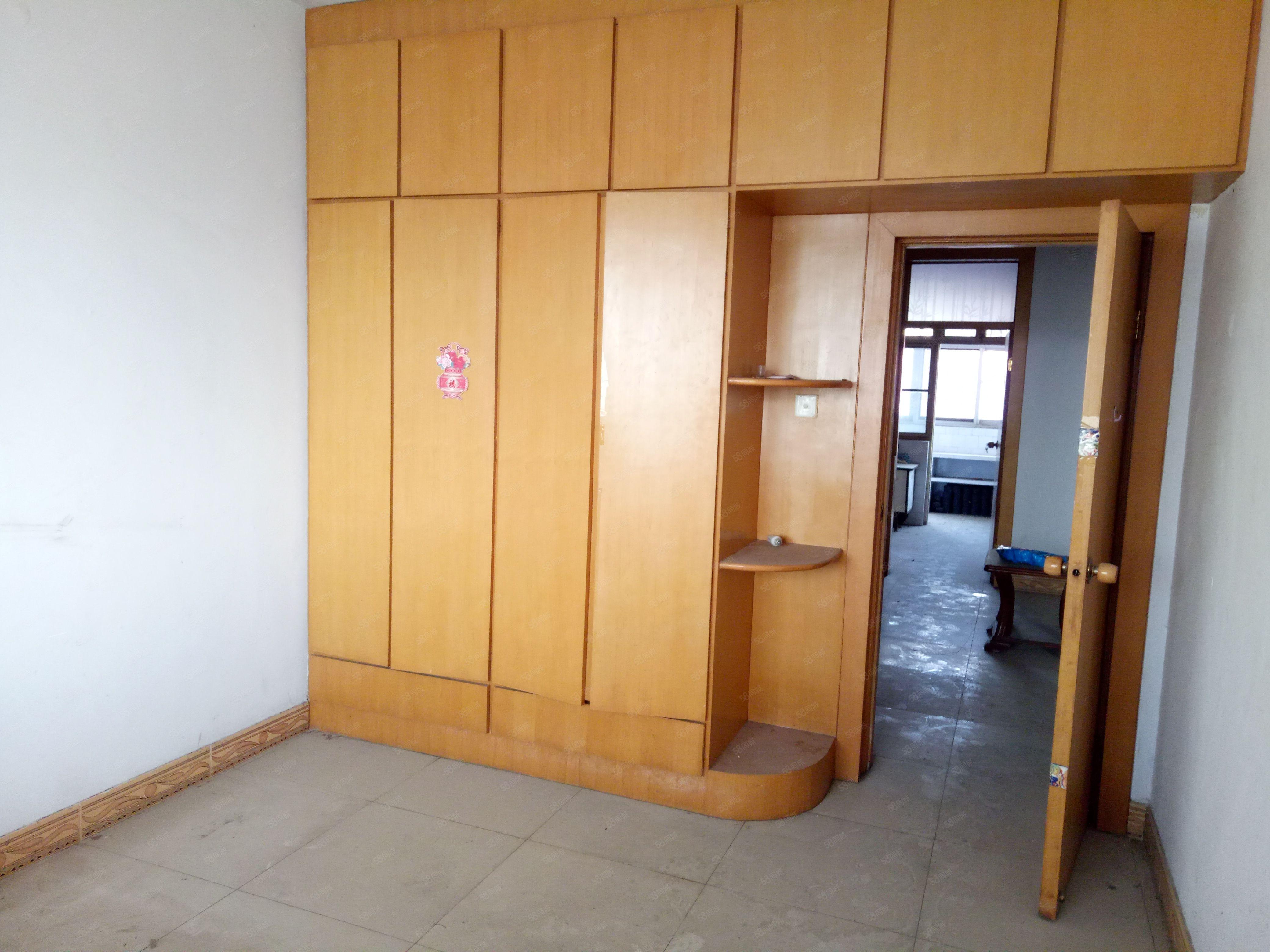 幸福花开附近3室1厅1卫地段好交通方便随时看房