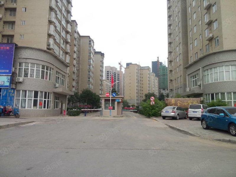 户型端正南北通透使用面积大步梯5楼