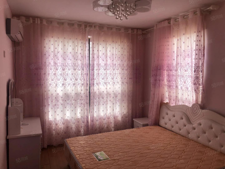 六安市,东站附近都云河湾2室两厅精装修房子出租。
