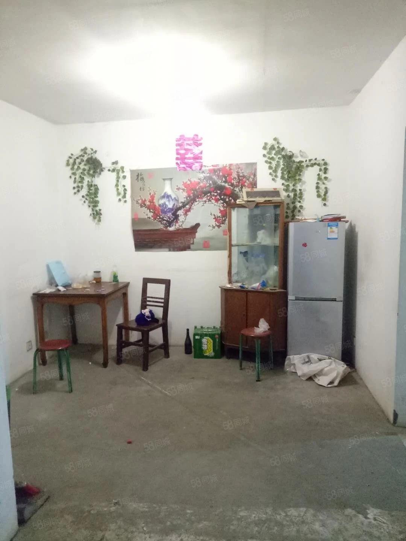 出租阳光花园一楼简单装修随时看房