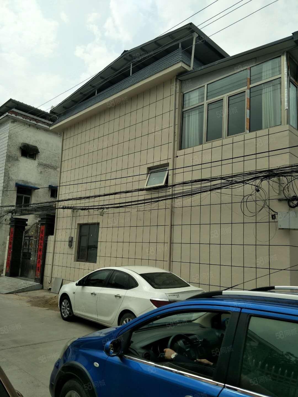 文峰路边户别墅,位置好,交通方便,三中旁,证齐在手满2年