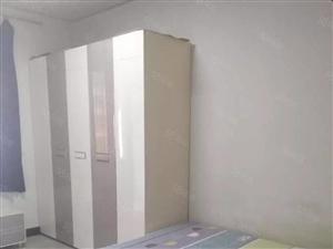 老城区东街附近3楼精装修标准大一室一厅1200月