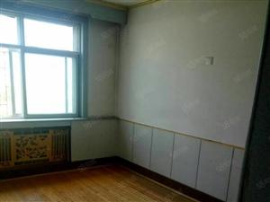 华龙小区五楼一室包暖季付每月700元