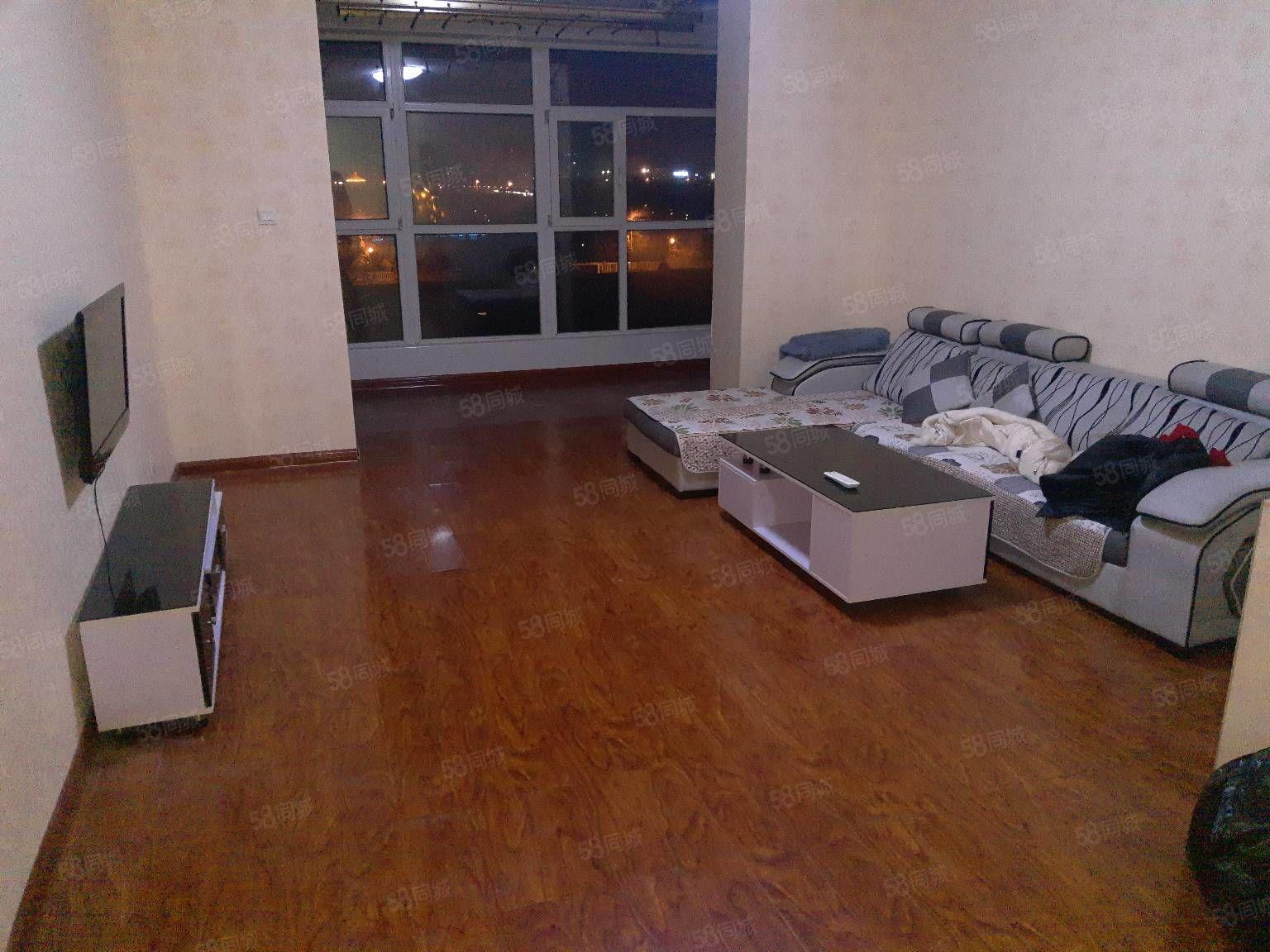 开来小区三室精装出租家具齐全有家电拎包入住紧邻公园