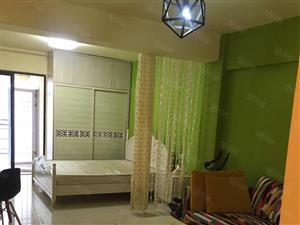 急租,融旺国际,全新家电家具,精装修,拎包入住。