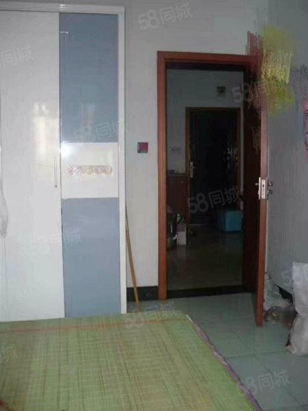 十字口附近,中装,两室一厅