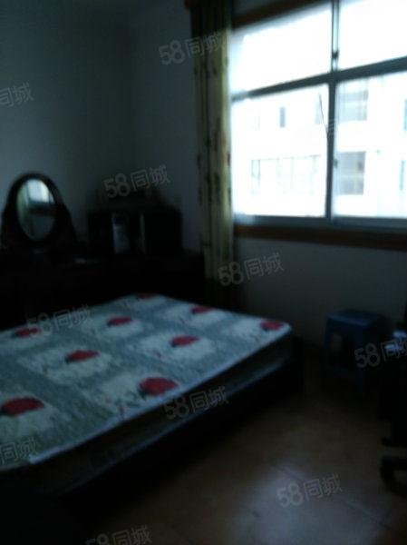 梅苑路县医院旁边4楼三室两厅精装修房急租