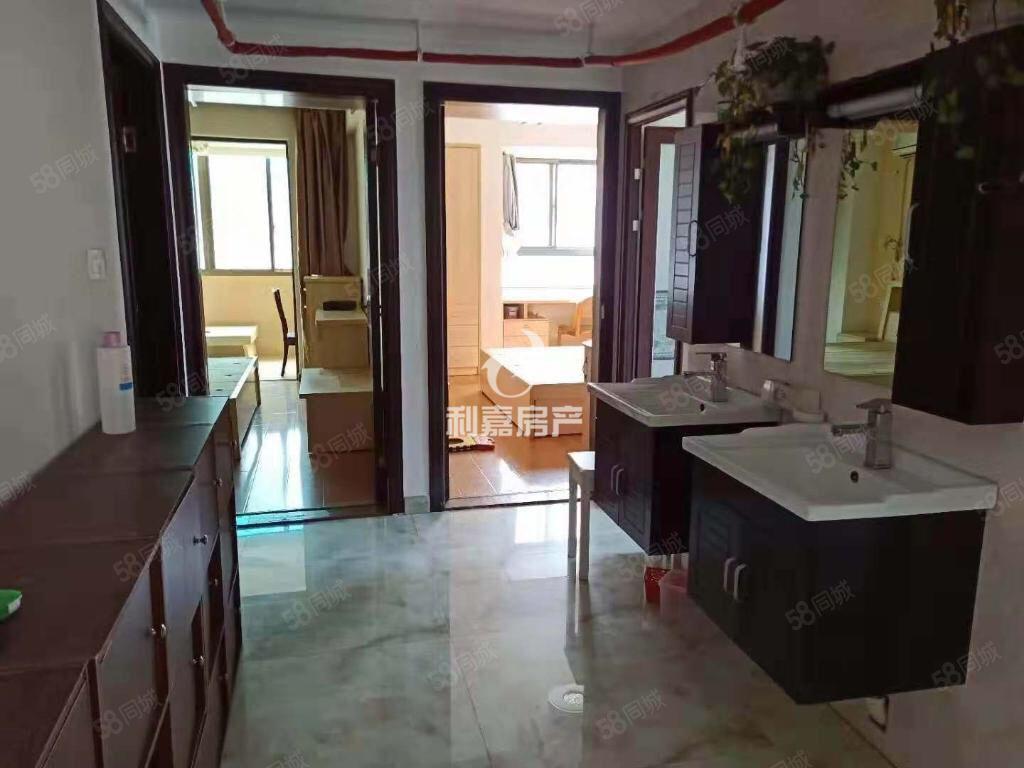奇缺后岗电梯房鸿福豪门3.5房设备齐全,租金2450两百平方