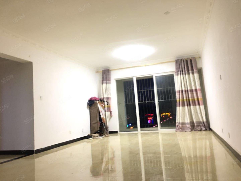 出售腾冲市大商汇观山悦小区精品三室两厅两卫精装修拎包入住
