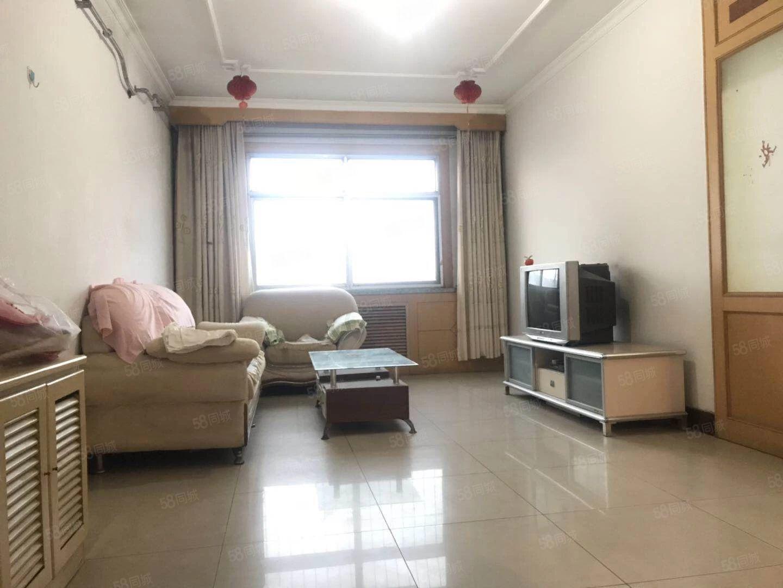 临近滨医,一小北中,精装三室两厅,有储藏室,配套齐全