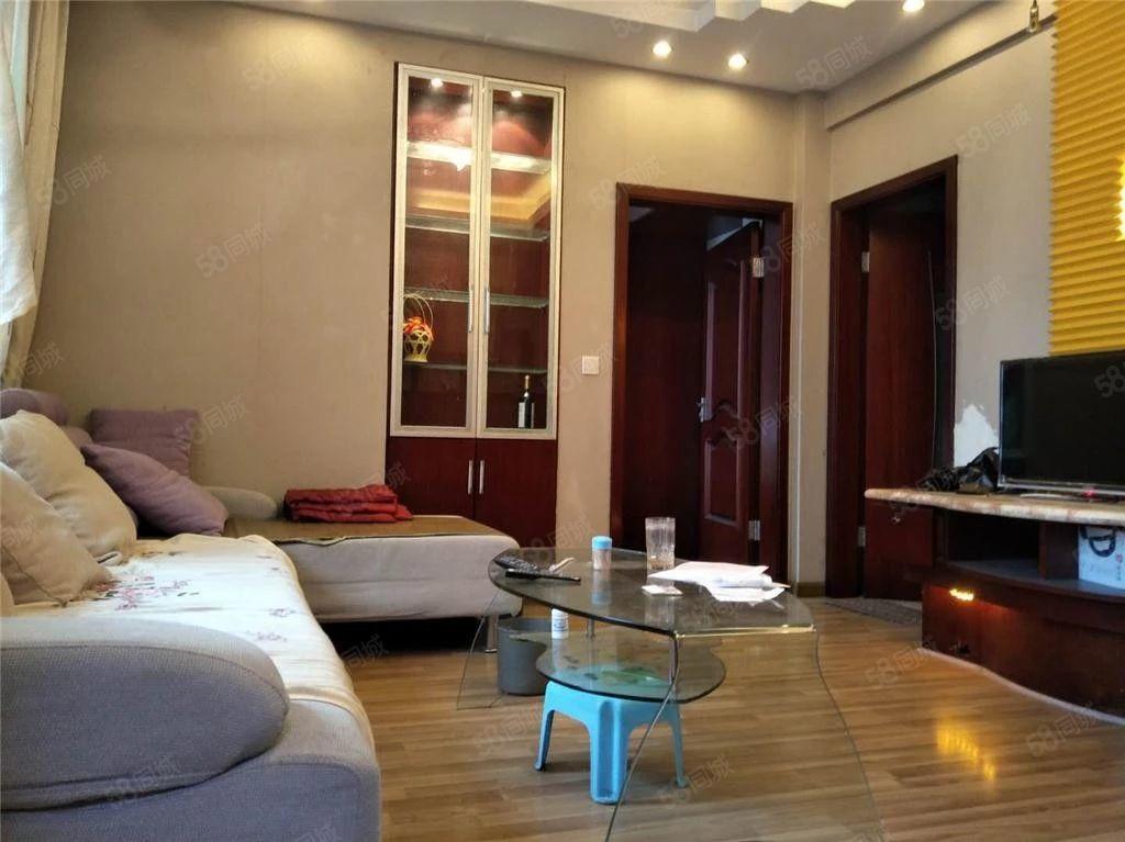 新上:万达广场旁精装一室一厅+家电家具齐全+看房方便