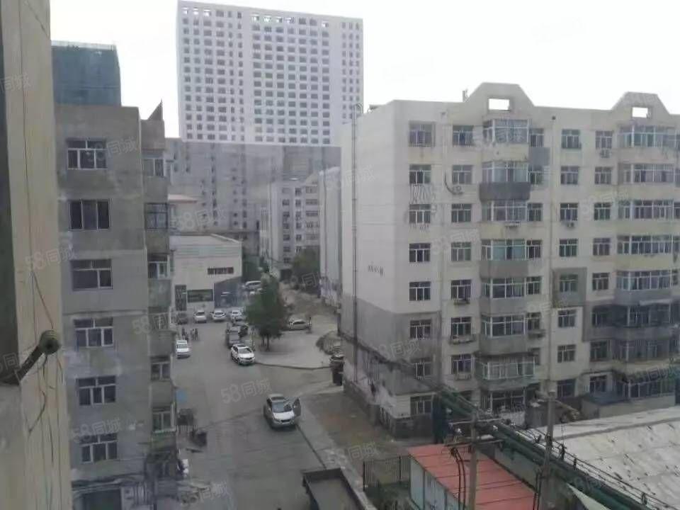 龙华小区,西厢6楼不顶,54平米2室一厅