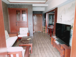 白云广场电梯房豪华装修2室2厅出租