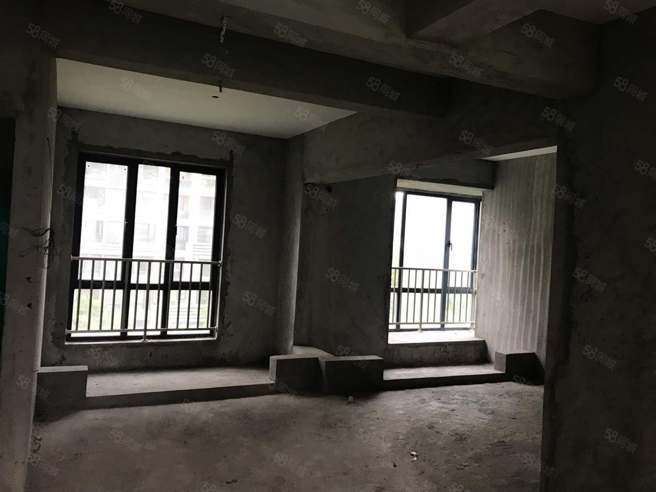 水岸阳光4室2厅2卫毛坯房出租