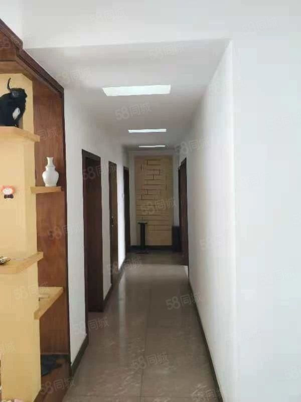 玉溪葫田二区精装4房2300元/月152平预约看房