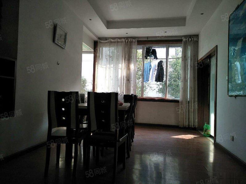 西山路单位房精装4房2卫206平米带花园阳台中间楼层赠送车库
