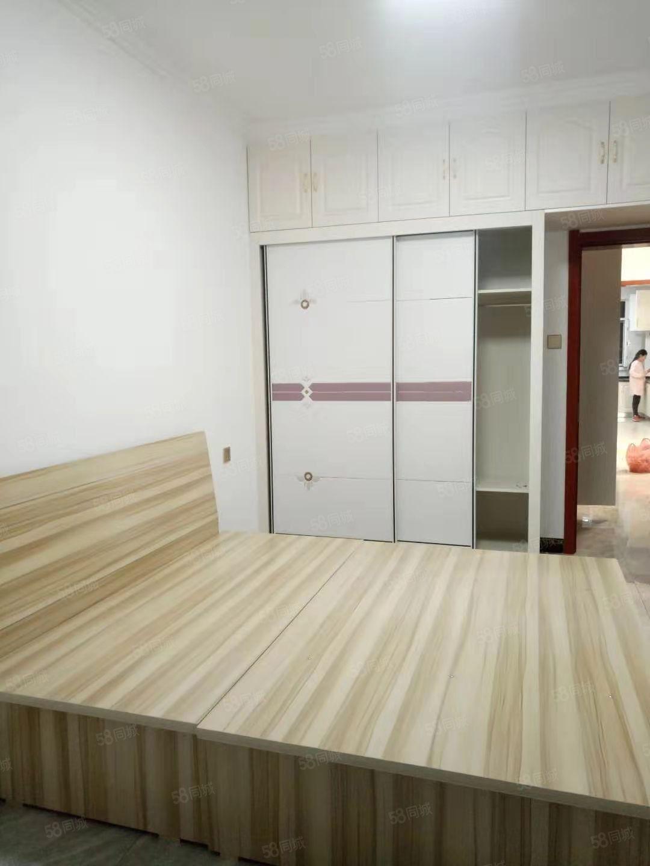 出租团结路欣欣小区俩居室精装修电梯房家具齐全