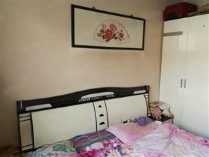 东关市场两室中装可按揭南北新装修送家具家电