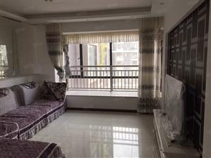 东方城高层三室两厅精装房,拎包入住。