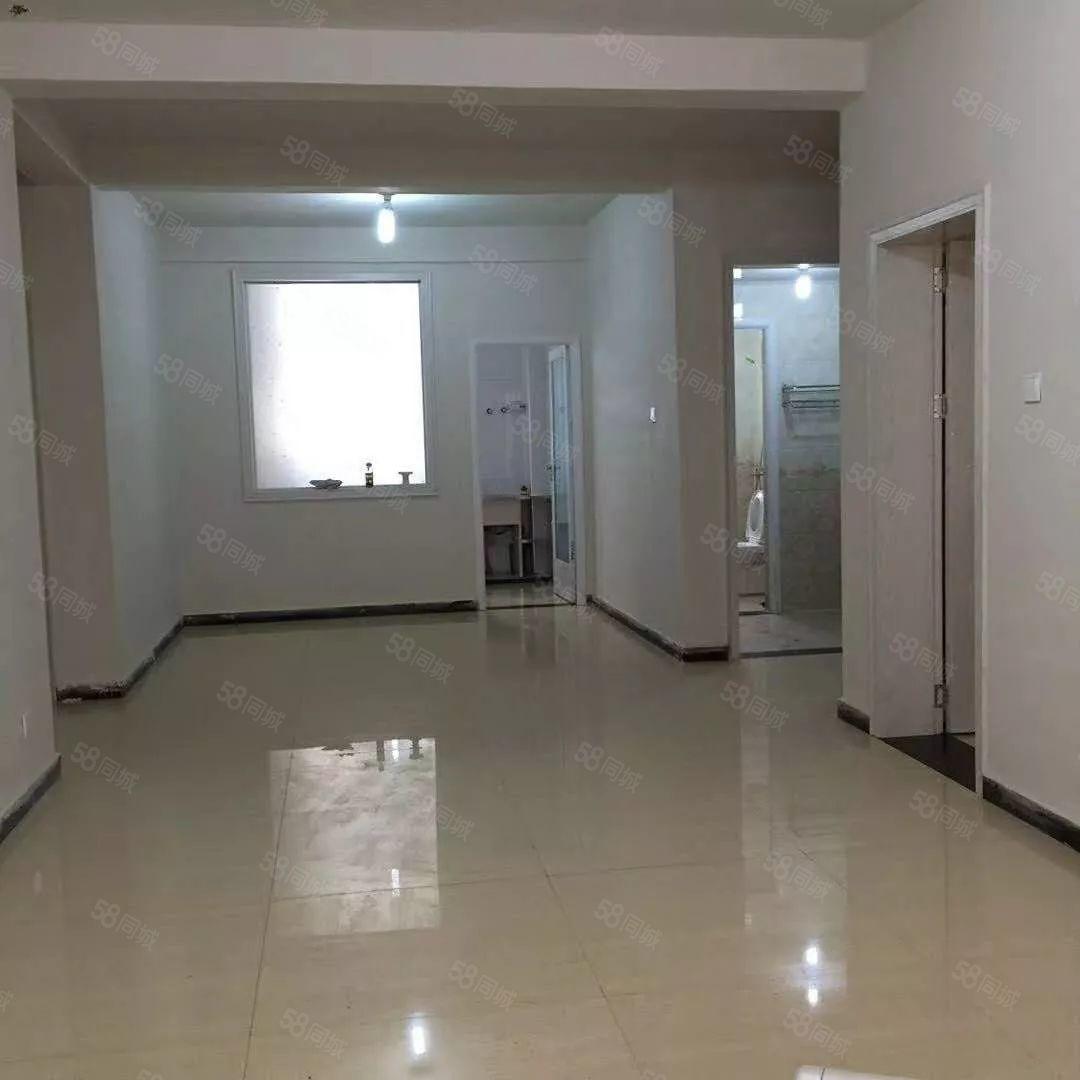 紫光大厦一楼已装修出租房,出行方便,房子敞亮。整洁干净