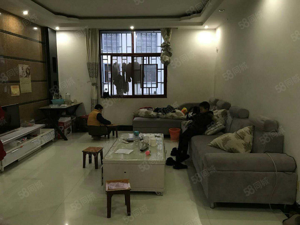 一小学期房,4楼精装修,二室,满足你一家三口的居住需求。。