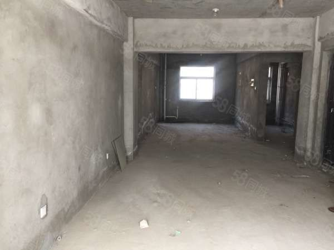 此房位于新鲜小区两室两厅一卫毛坯房需现金支付........