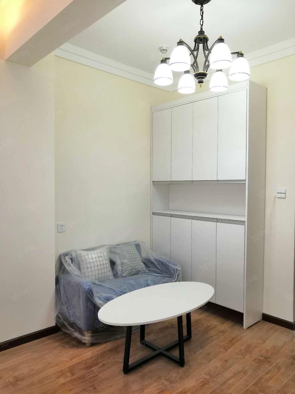 星球世界城住宅公寓,通天然气23楼1室1厅精装修,拎包入住
