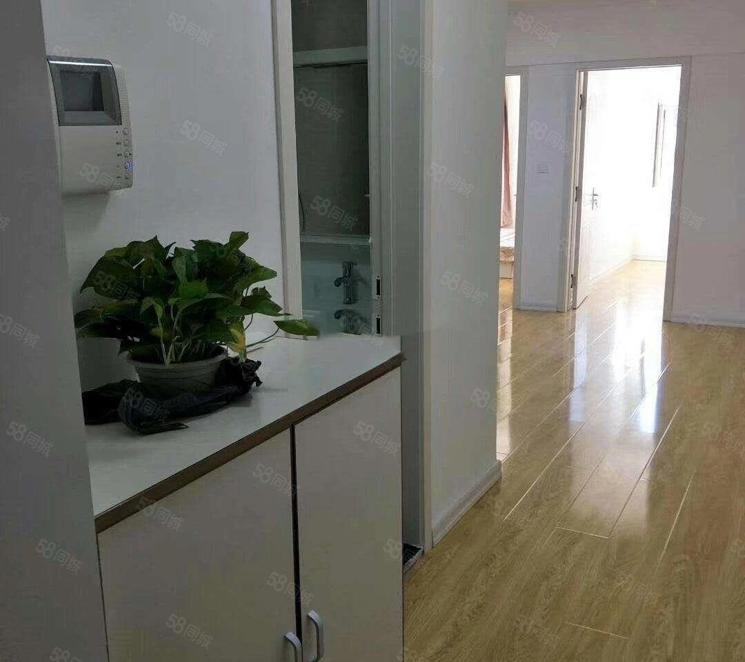曼哈顿G区2室1厅精装修整洁干净家具家电齐全包费用